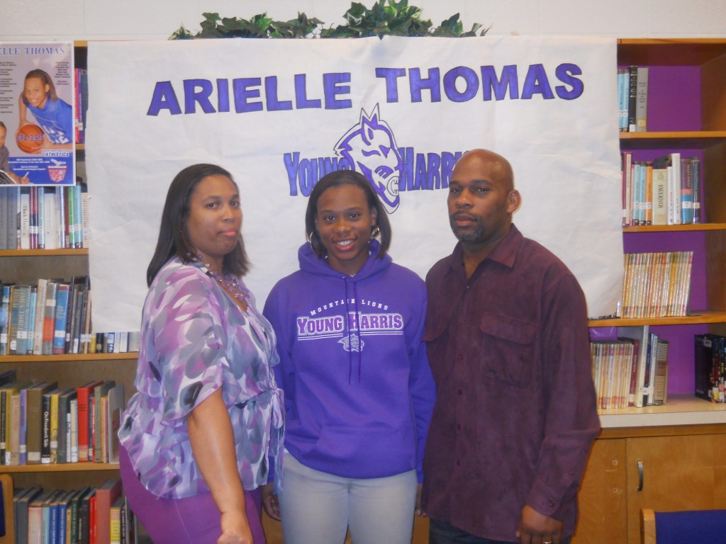 arielle signing day 004